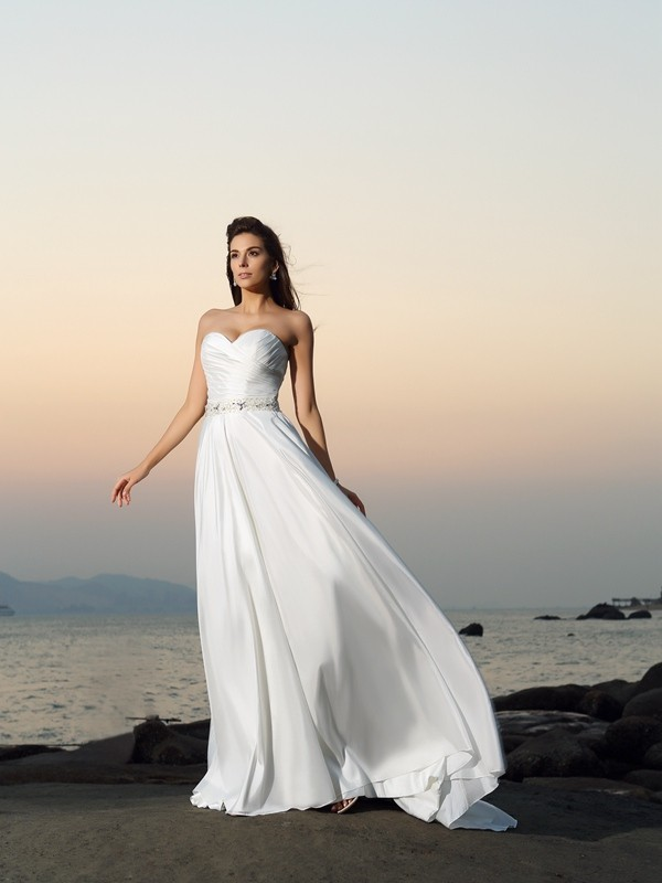 Chapel Train Ivory Sweetheart Wedding Dresses with Beading