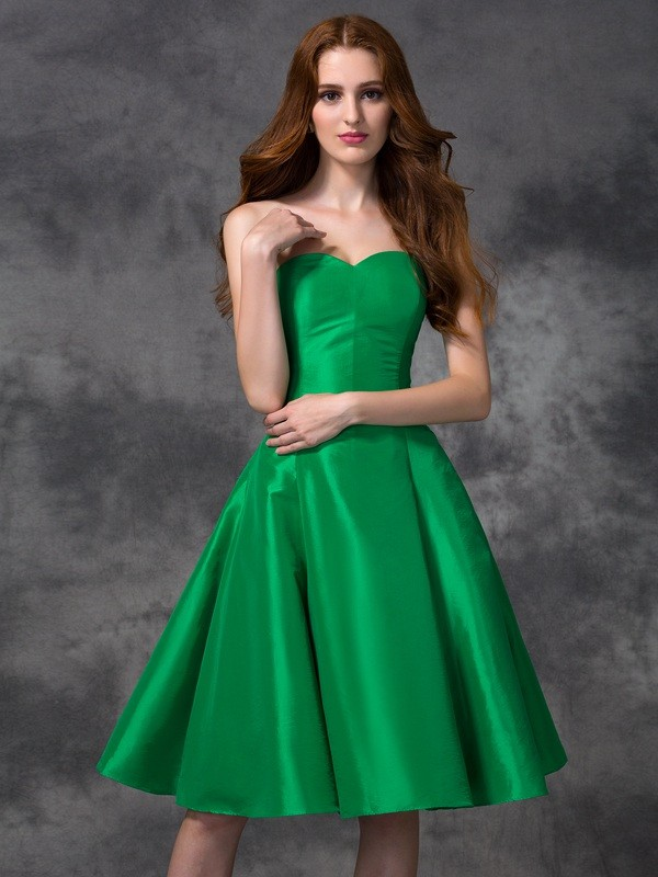Taffeta Sweetheart Knee-Length Green Bridesmaid Dresses