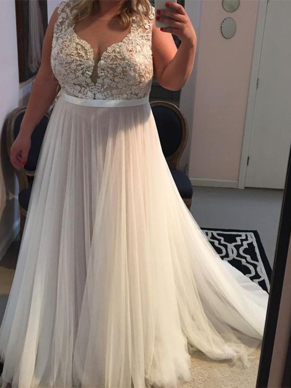 Brush Train Ivory Straps Prom Dresses with Applique