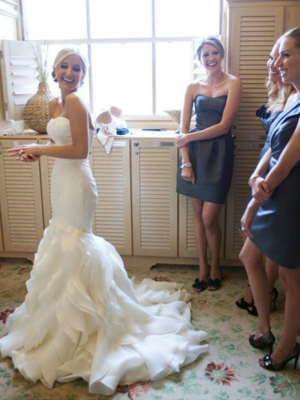 Sweetheart Court Train White Wedding Dresses with Lace