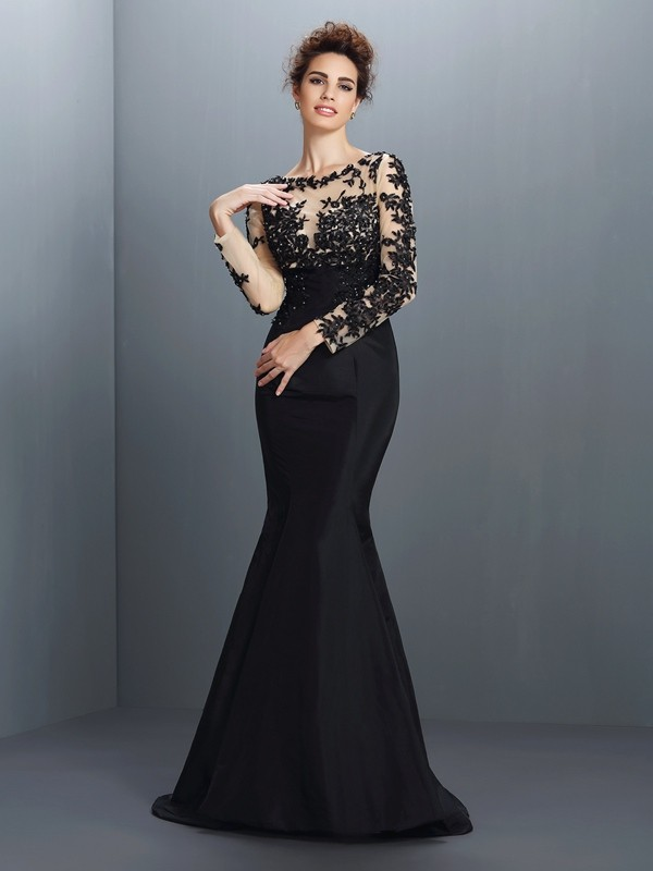 Black Bateau Taffeta Brush Train Prom Dresses