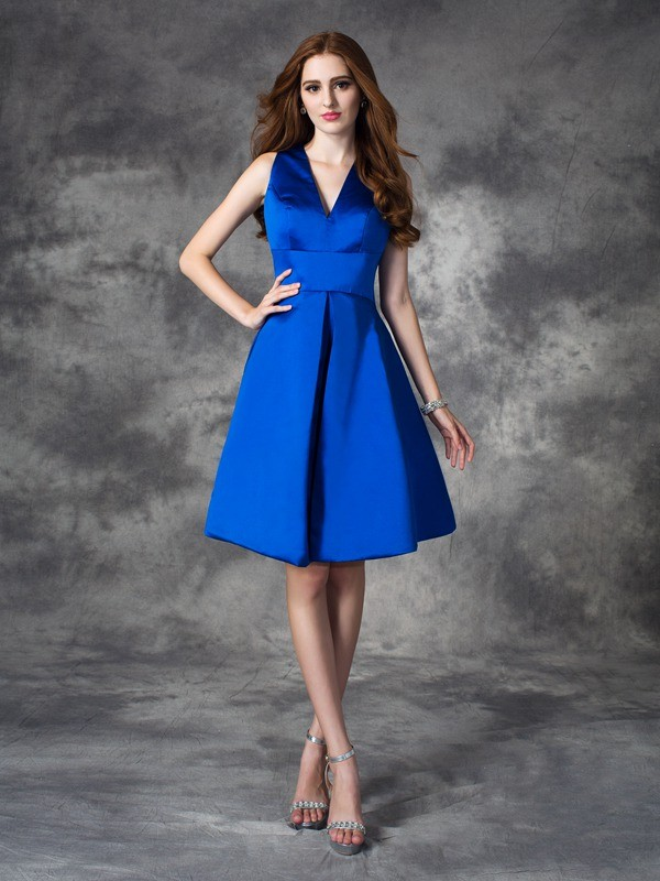 A-Line V-neck Short/Mini Royal Blue Bridesmaid Dresses with Ruched