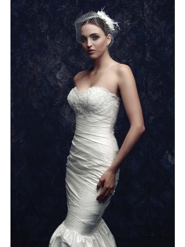 Beautiful Net Feather Bridal Veils
