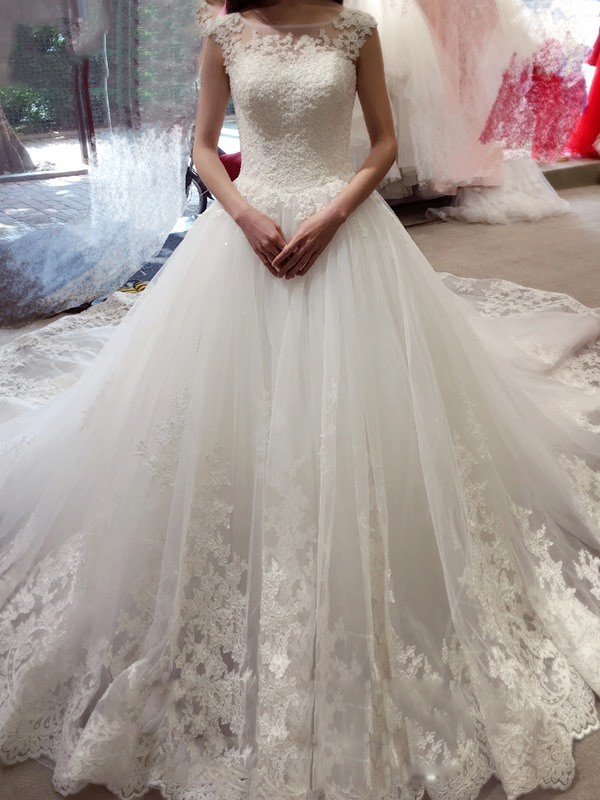 Ball Gown Bateau Chapel Train White Wedding Dresses with Applique