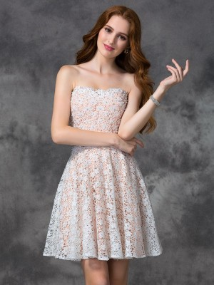 A-Line Sweetheart Short/Mini White Homecoming Dresses with Lace