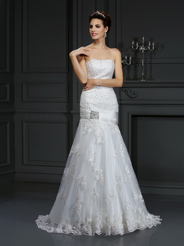 Sheath Strapless Court Train Ivory Wedding Dresses with Applique