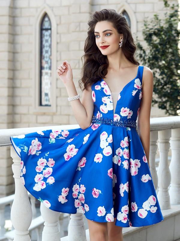 A-Line Satin Straps Short/Mini Royal Blue Homecoming Dresses