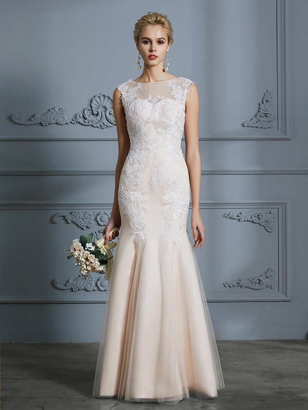 Scoop Floor-Length Champagne Wedding Dresses with Applique