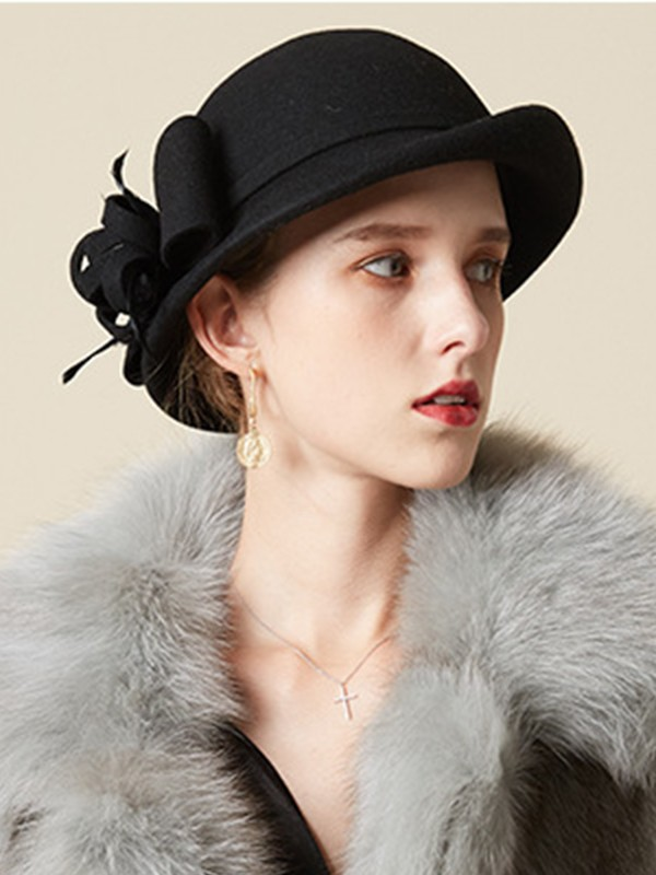 Ladies' Lovely Bowknot Beret Hats