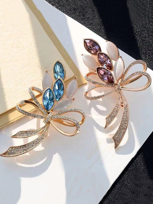 Beautiful Alloy With Rhinestone Ladies' Brooch