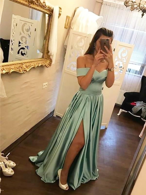 A-Line Off-the-Shoulder Brush Train Green Prom Dresses with Ruffles