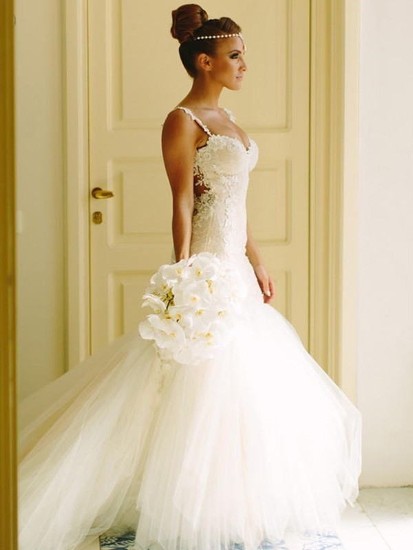 Court Train White Spaghetti Straps Wedding Dresses with Applique