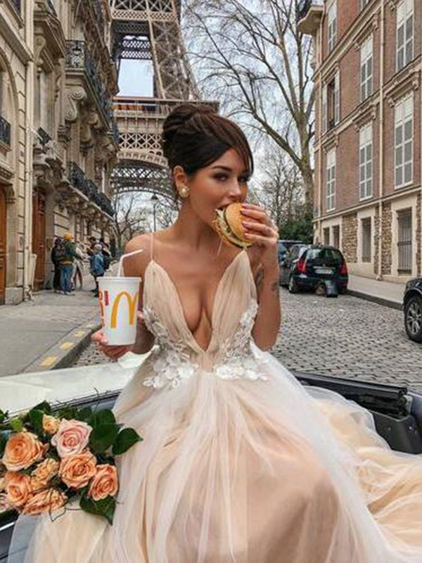 A-Line Sleeveless Spaghetti Straps Court Train Champagne Tulle Evening Dresses