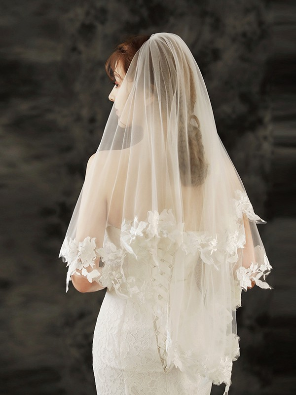 Charming Tulle Fingertip Bridal Veils With Applique
