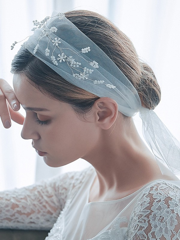 Delicate Tulle One-Tier Shoulder Veils With Beading