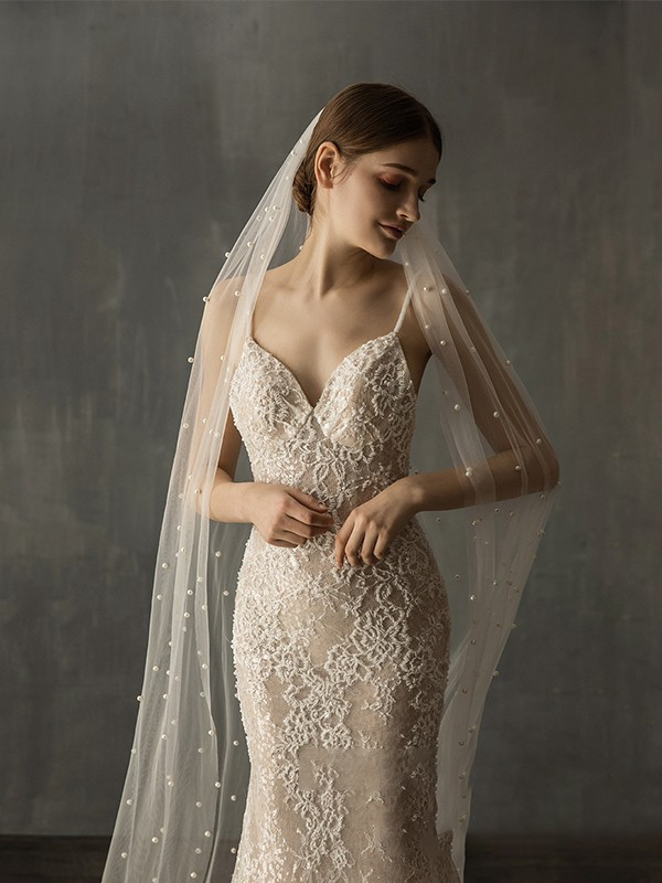 Gorgeous Tulle One-Tier Chapel Bridal Veils With Imitation Pearl