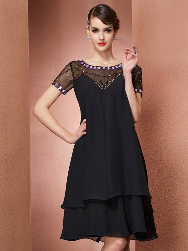 Knee-Length Black Short Sleeves Scoop Mother of the Bride Dresses with Beading
