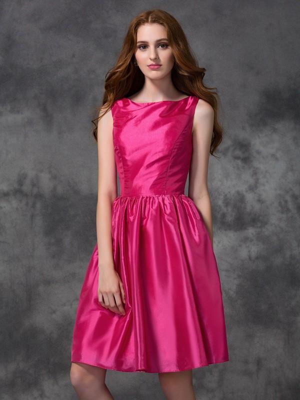 Bateau Knee-Length Fuchsia Bridesmaid Dresses with Ruched