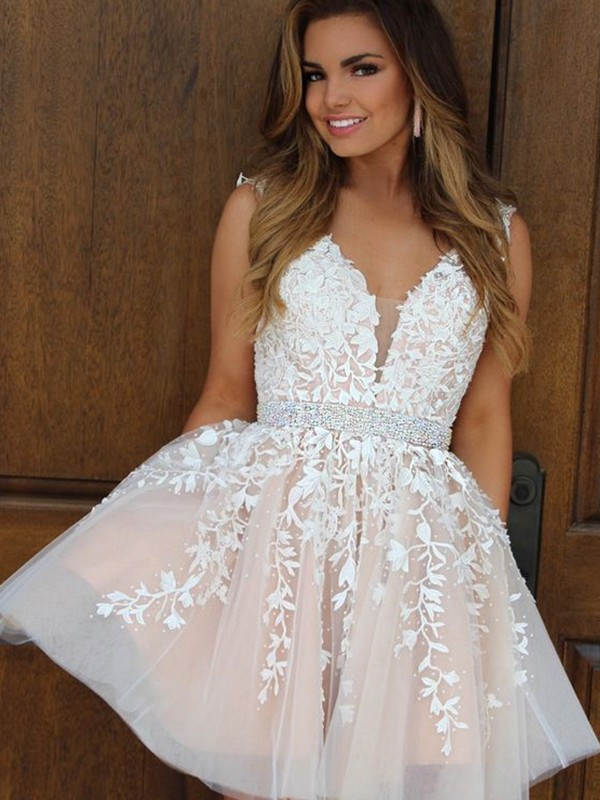 White V-neck Tulle Short/Mini Homecoming Dresses