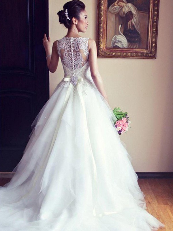 Ivory Scoop Tulle Chapel Train Wedding Dresses