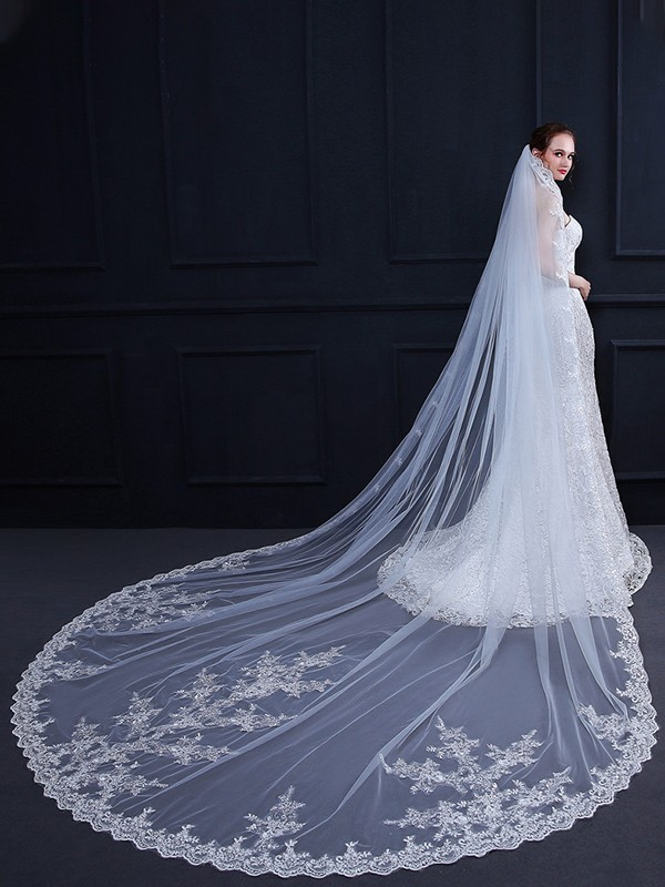 Graceful Tulle One-Tier Cathedral Bridal Veils With Applique