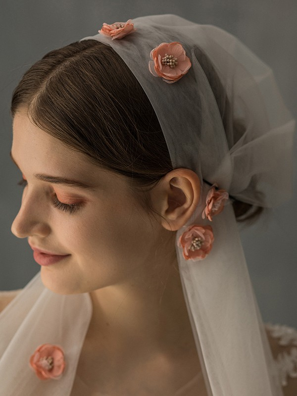 Delicate Tulle One-Tier Elbow Bridal Veils With Applique